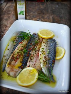 Filets de maquereaux marinés A recipe of fish baked in the oven and marinated beforehand to keep softness after cooking with ease Barbecue Recipes, Fish Recipes, Seafood Recipes, Gourmet Recipes, Vegetarian Recipes, Healthy Recipes, Exotic Food, Portuguese Recipes, Fish Dishes