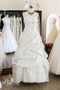 suknia ślubna Madleine w kolorze śmietany z kryształkami