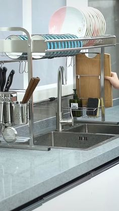 Use this dish drying rack over the sink or on the counter, save tons of space a Kitchen Room Design, Modern Kitchen Design, Interior Design Kitchen, Interior Ideas, Kitchen Space Savers, Diy Kitchen Storage, Smart Storage, Kitchen Utensil Holder, Sink Drain