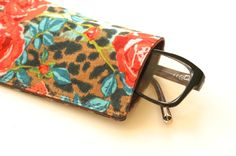 Make your own glasses case -- perfect for your new summer sunglasses