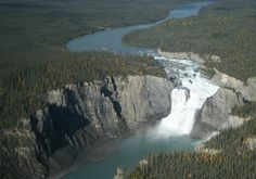 http://www.researchvit.com/2014/04/22/10-beautiful-waterfalls-canada/