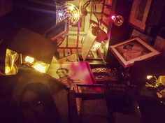 Mais alors dit Alice si le monde n'a absolument aucun sens qui nous empêche d'en inventer un ? Lewis Carroll  #bruxelles #brussels #bruxellesmabelle #bxl #bx #bxlove #bybrussels #bruxellestagram #bruxellesjetaime #bxl_online #visitbrussels #igbrussels #bxlcult #belgique #belgium #welovebrussels #brusselslove #nigth #bistro #goupillefol #goodtime #boireunpetitcoupcestagreable