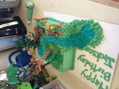Hunting cake with playmobil toys
