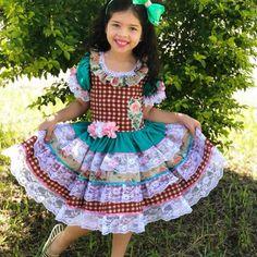 CAIPIRA PACHTWORK PRINCESA Mom And Baby, Baby Love, Dresses Kids Girl, Kids Outfits, Kids Girls, Little Girls, Frocks, Lace Skirt, Girl Fashion