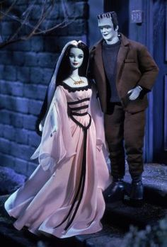 Barbie® doll and Ken® doll as Lily and Herman Munster 2001 Vintage Barbie, Vintage Dolls, Barbie E Ken, Ken Doll, Celebrity Barbie Dolls, Halloween Look, Halloween Ideas, Happy Halloween, Lily Munster