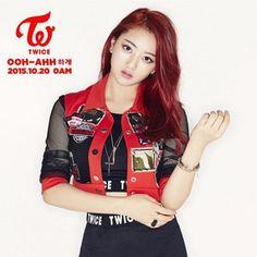 . الإسم :Jihyo -جيهيو . الإسم الحقيقي :Park Jisoo . الموقع في الفرقة : القائدة و المغنية الرئيسية . تاريخ الميلاد :1997. 2. 01 . الجنسية : كورية جنوبية. .  لديها صوت قوي  تدربت لمدة 10 سنين تحت شركة jyp . . . #twice #nayeon #jungyeon #momo #sana #jihyo #mina #dahyun #chaeyoung #tzuyu