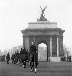 Wellington Arch, Hyde Park Corner - The Household Cavalry riding away to the left of the Wellington Arch at Hyde Park Corner Vintage London, Old London, 1960s Britain, English Heritage, Somerset Levels, Hyde Park Corner, London Pictures, Greater London, United Kingdom