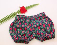 Handmade baby / toddler unisex bloomers made out of 100% Cotton fabric. This pink bloomers are Perfect under dresses and tunics as diaper cover, or as stand-alone shorts with onesis. Theyre also great for layering with tights or leggings during winter time.