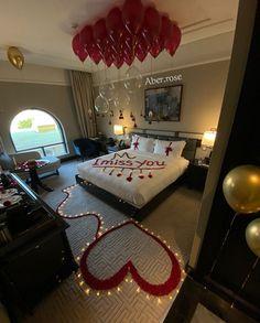 Hotel Room Decoration, Romantic Room Decoration, Wedding Room Decorations, Decoration Evenementielle, Romantic Bedroom Decor, Valentine Decorations, Wedding Bedroom, Romantic Valentines Day Ideas, Romantic Date Night Ideas