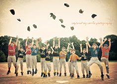 Baseball Tips And Advice For The Beginner Baseball Team Pictures, Sports Pictures, Star Pictures, Baseball Banner, Baseball Boys, Softball Photography, Team Photography, Picture Poses, Picture Ideas