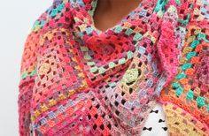Make This Gorgeous Crochet Granny Square Summer Scarf Granny Square Häkelanleitung, Granny Square Crochet Pattern, Crochet Granny, Crochet Shawl, Diy Crochet, Crochet Patterns, Granny Squares, Crochet Wraps, Crochet Scarves