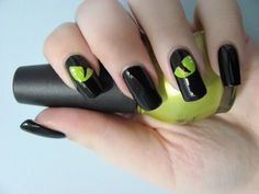 these are AWESOME halloween nails!
