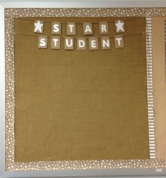 Burlap in the Classroom! Bulletin boards, burlap ribbon trim and twine and clothes pin accents. Classroom Display Boards, Reggio Classroom, Classroom Decor Themes, Classroom Organisation, New Classroom, Classroom Setup, Classroom Design, Classroom Displays, Kindergarten Classroom
