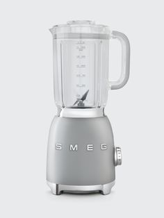 Make the perfect smoothie, juice or purée with Smeg's Blender. Designed with touches of mid-century features, this blender boasts power-blending abilities and a wide range of colors to match the rest of your kitchen. Mixer, Retro Appliances, Best Blenders, Led, Measuring Cups, Aluminium, Ebay, Glass Blender, Kitchen