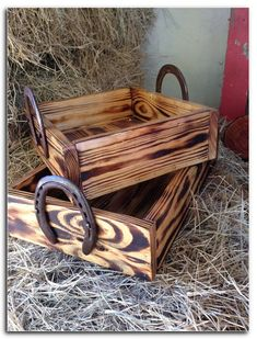 Horse Office or Bedroom — You can get an unstained wood box similar to this at craft stores like AC Moore and Micheals… Stain or paint it to work with your office or room (or, leave as is) and add horseshoes as handles. So many different things Horseshoe Projects, Horseshoe Crafts, Horseshoe Art, Diy Wood Projects, Woodworking Projects, Woodworking Furniture, Woodworking Bandsaw, Woodworking Articles, Woodworking Classes