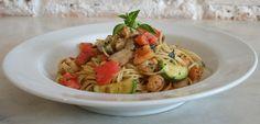 Spaghettini com camarão, abobrinha e shiitake