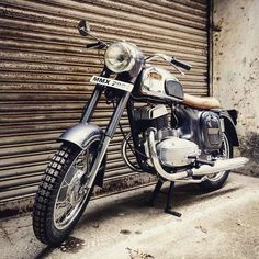 Vikram в Instagram: «That 80s show...» 80s Shows, Hrithik Roshan, Motorcycle Bike, Motorcycles, Cars, Classic, Vehicles, Vintage, Collection