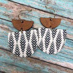 Diy Leather Earrings, Wooden Earrings, Diy Earrings, Leather Jewelry, Leather Craft, Earrings Handmade, Handmade Jewelry, Clay Jewelry, Jewelry Crafts