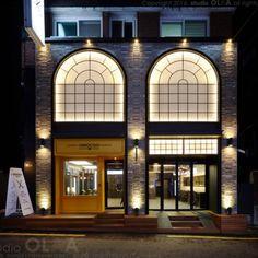 Retail Facade, Shop Facade, Building Facade, Archi Design, Facade Design, Door Design, Modern Architecture House, Facade Architecture, Wall Panel Design