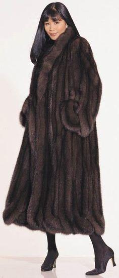 Nadire Atas on Luxury Fur Coats Fur pelts and coats of Mink Sable, Fox Chinchilla, Coyote, beaver, couger… Sable Fur Coat, Fabulous Furs, Vintage Fur, Fur Fashion, Fox Fur, Winter Coat, Autumn Winter Fashion, Mantel, Vintage Fashion