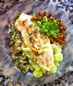 Poesía Culinaria . Merluza, Arroz verde, Hongos Shimeji y Guatila con queso #merluza #hake #pescadosymariscos #fish #fishrecipes #fishrecipesfordinner #eating #eating #recipe #recipeoftheday #poesiaculinaria #healthyrecipes #healthyfood #healthyeating #recipeshare #cleanfood Queso, Detox, Tacos, Mexican, Ethnic Recipes, Ariel, Green Rice, Cooking, Kitchens