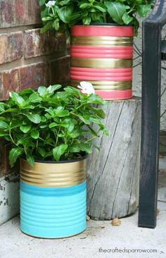 Home Decor DIY Projects painted-tin-can-planters Coffee Can Crafts, Tin Can Crafts, Diy And Crafts, Painted Tin Cans, Paint Cans, Diys, Diy Casa, Diy Painting, Flower Pots