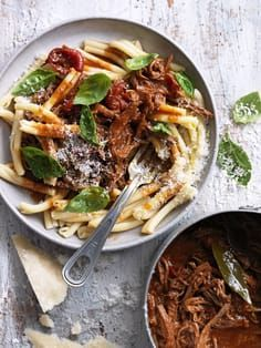 foodiebliss: Slow Cooked Beef Ragu Pasta Source: Donna Hay Where food lovers unite. Slow Cooker Recipes, Beef Recipes, Italian Recipes, Cooking Recipes, Beef Ragu Slow Cooker, Beef Casserole Recipes, Cooking Tips, Pasta Casera, Food Porn