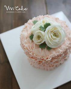 Two years ago made cakes. Buttercream flowercake. . . www.vivi-cake.com 비비케이크^^…
