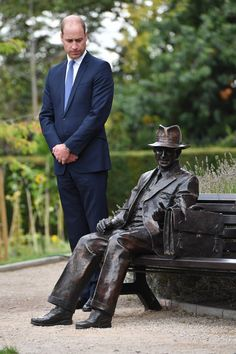 The Duke unveiled a new sculpture of Major Frank Foley was a British Intelligence Officer for the Embassy in Berlin where he bent the rules to allow thousands of Jewish families escape Nazi Germany Prince William And Catherine, William Kate, Princess Mary, Princess Charlotte, Church Of Scotland, British Monarchy History, Prinz William, Handsome Prince, House Of Windsor