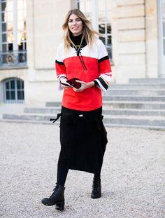 street style fashion week paris como usar saia longa preta com coturno e blusa listras