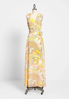 Plus Size Yellow Print Sleeveless Wrap Maxi Dress For Special Occasions. This plus size yellow floral print maxi dress in a sleeveless silhouette, makes the wrap sash-tied chic maxi an all season long at weddings, soirees, and other special occasions. 1960s Dresses, Pin Up Dresses, Plus Size Maxi Dresses, Types Of Dresses, Unique Dresses, Dresses With Sleeves, Floral Sundress, Floral Print Maxi Dress, Wrap Dress Floral