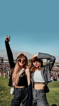 Blackpink at Coachella Foto Rose, Tumblr Bff, Lisa Blackpink Wallpaper, Imagenes My Little Pony, Black Pink Kpop, Blackpink Photos, Blackpink Fashion, Jennie Blackpink, Blackpink Jisoo