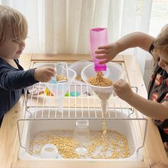 Best Picture For Montessori kleinkinder For Your Taste You are looking for something, and it is going to tell you exactly what you are looking for, and you didn't find that picture. Here you will find Sensory Tubs, Sensory Activities Toddlers, Sensory Boxes, Baby Sensory, Montessori Activities, Infant Activities, Sensory Diet, Sensory Play, Diy Pour Enfants