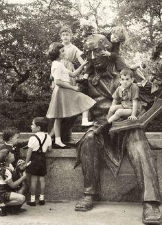 Children and Statue of Hans Christian Andersen at Central Park, New York 1955 © Bedrich Grunzweig Photo Archive
