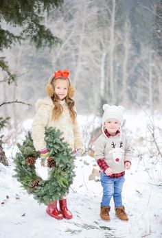 Adorable Christmas Pic / Emily Jackson's Children via . Christmas Card Pictures, Holiday Pictures, Christmas Photo Cards, Christmas Tree Farm, Christmas Minis, Family Christmas, Christmas Time, Winter Photos, Winter Family Pictures