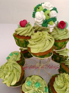 Cupcakes al pistacchio Cap Cake, Food Illustrations, Cupcake Recipes, Pistachio, Almond, Muffins, Food And Drink, Make It Yourself, Eat