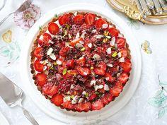 white chocolate strawberry tart by Turuncu Mikser, via Flickr