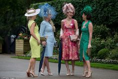 Racegoers arrive on the first day on the first day of the Royal Ascot horse racing meet, in Ascot, west of London, on June / AFP / JUSTIN TALLIS Aintree Races, Yorkshire, Brave, Royal Ascot Races, Today In Pictures, Taste The Rainbow, Fancy Hats, Dress To Impress, Fascinators