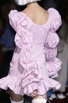 Betsey Johnson at New York Fashion Week Spring 2009 - Details Runway Photos Look Fashion, Fashion Details, High Fashion, Fashion Show, Fashion Outfits, Fashion Design, Fashion Weeks, Fashion Tips, Couture Fashion