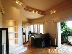 Διαμέρισμα 110 τ.μ. πωλείται στην Πολιτεία Βούλας, 4ου ορόφου, με 2 υπνοδωμάτια, σαλόνι με τζάκι, κουζίνα σε ενιαίο χώρο, 2 πάρκινγκ,  αποθήκη, κήπο, κλιματισμό, απεριόριστη θέα θάλασσα...