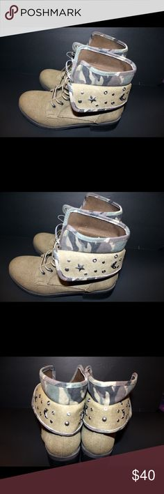 NWT women's combat  Boot Military inspired ankle boot A layered cuff Embroidered patches and studs Lace up closure  Round toe Size:10 Color-khaki rock and candy Shoes Ankle Boots & Booties