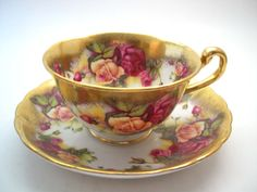 Golden Rose Royal Chelsea tea cup and saucer English tea cup set, Golden Rose tea cup Tea Cup Set, My Cup Of Tea, Tea Cup Saucer, Tea Sets, Vintage Dishes, Vintage China, Vintage Tea, English Tea Cups, Tea Time