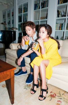 — Cloud cover by Stephe, Managing Editor ^ Aww, be still my heart! Newly married Rain and Kim Tae Hee's cover and feature images in the upcoming April 2017 issue of Harper's Bazaar K… Korean Couple Photoshoot, Couple Shoot, Kim Tae Hee And Rain, High Fashion Shoots, Bi Rain, I Love Rain, Pre Wedding Poses, Dancing Baby, Couple Photography Poses