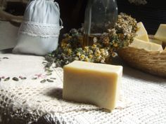 RECEPT: Pravé české mýdlo Home Made Soap, Natural Cosmetics, Shampoo, Cleaning, Homemade, Crafts, Cream, Board, Projects
