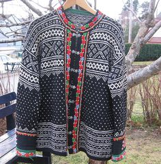 Setesdals kofte from Norway - Setesdal Holidays In Norway, Big Knit Blanket, Nordic Sweater, Big Knits, Fair Isle Knitting, Hand Knitting, Knitwear, Winter Fashion, Sweaters