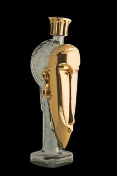 World's Most Expensive Water Bottle-$2,200-Each bottle supposedly contains spring water gathered from France and Fiji, glacier water from Iceland, and a splash of gold dust! Alcohol Bottles, Bottles And Jars, Glass Bottles, Perfume Bottles, Expensive Taste, Most Expensive, Glass Packaging, Rich Lifestyle, Luxury Packaging