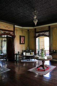 Be a Don and Doña for a Day at an Ancestral House in Taal Heritage Town, Batangas, Philippines Filipino Interior Design, Home Interior Design, Interior Styling, Interior And Exterior, Filipino House, Filipino Art, Philippines House Design, Philippines Culture, Philippine Architecture