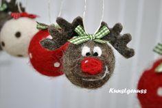 lustige Weihnachtsbaumkugel mit einem fröhlichen Elchmädchen. Sie freut sich schon auf die funkelnden Lichter, und passt auch gern auf Euren Baum auf. Auderdem hat sie sich mit einem grün karierten...