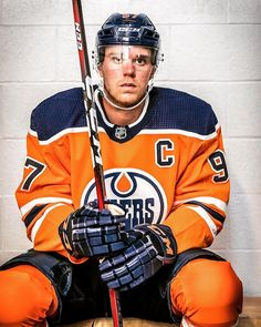 Hockey Pictures, Connor Mcdavid, Edmonton Oilers, Hot Guys, Hot Men, Hockey Cards, Hockey Players, Ice Hockey, My Boys