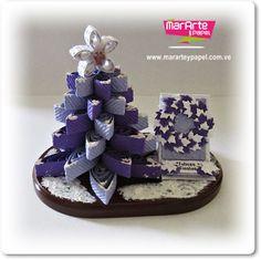 Arbol de Navidad 3D en papel artesanal morado fuerte y lila y easel card o tarjeta caballete como complemento